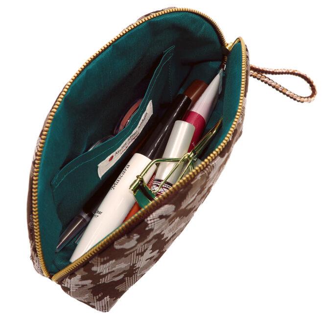 西陣織シルク・シェル型ポーチ・京組紐引手・迷彩グレンチェック・ブラウン迷彩・化粧品入れたイメージ